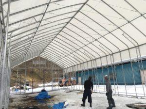 牧草ロール 屋根ビニール張り完了